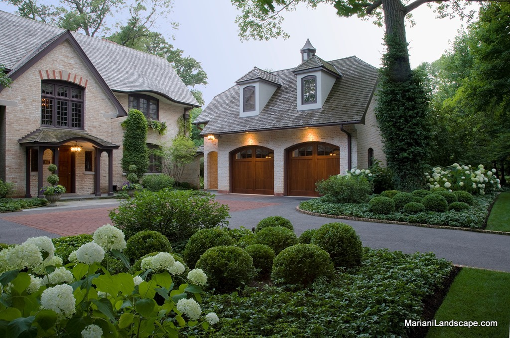 Formal and traditional landscape designs in the garden for Traditional outdoor design